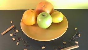 Plaat mooi fruit, gezond voedsel stock footage