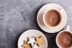Plaat van bestrooide Kerstmiskoekjes van de stervorm stock afbeelding