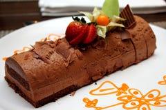 Plaat van de donkere cake van de chocolademousse Royalty-vrije Stock Foto's