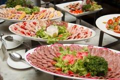 Plaat van de kaastomaten van de fijne vleeswarengeit Royalty-vrije Stock Foto
