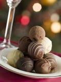 Plaat van de Truffels van de Chocolade stock afbeeldingen