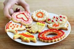 Plaat van eigengemaakte koekjes Stock Afbeeldingen