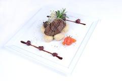 Plaat van fijne het dineren maaltijd - Lende van hertevlees royalty-vrije stock foto's