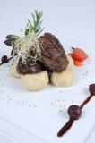 Plaat van fijne het dineren maaltijd - Lende van hertevlees stock fotografie