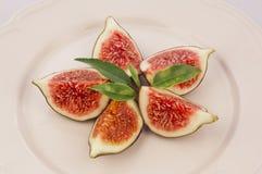 Plaat van heerlijke fig. Stock Afbeeldingen