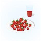 Plaat van kers en aardbei met glas sap, wijnstok, plaat van vruchten op lichte achtergrond Royalty-vrije Stock Foto
