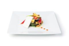 Plaat van Salade die op wit wordt geïsoleerd Stock Afbeeldingen