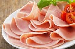 Plaat van varkensvlees gesneden ham Stock Foto's