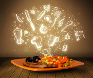 Plaat van voedsel met witte hand getrokken pictogrammen en symbolen Stock Fotografie