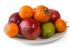 Plaathoogtepunt van vruchten op wit wordt geïsoleerd dat Royalty-vrije Stock Afbeelding