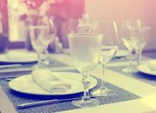 Plaats die in een duur gestemd restaurant plaatsen, stock afbeeldingen