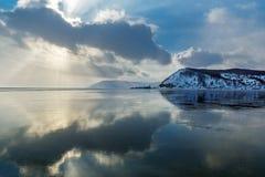 Plaats waar de Angara-Rivier uit Meer Baikal stroomt Stock Foto's