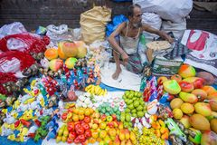 Plaatselijk-gemaakte mooie ambachten en inheemse huishoudengoederen bij de markt van Pohela Baishakh Stock Foto