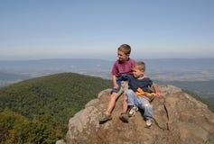 Placé sur le Ridge bleu Photo libre de droits