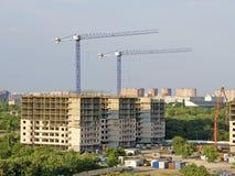 Plac budowy z dwa nowymi żurawiami i budynkami Obraz Royalty Free