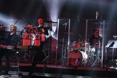 Plac Czerwony orkiestra wykonuje na scenie podczas Viktor Drobysh roku urodziny 50th koncerta przy Barclay centrum Fotografia Stock