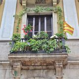 Placa的Reial,巴塞罗那开花的阳台 图库摄影