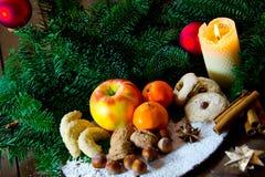 Placa alemana tradicional de los dulces de la Navidad fotos de archivo libres de regalías