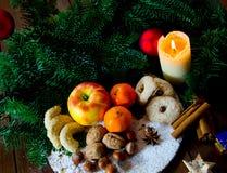 Placa alemana tradicional de los dulces de la Navidad fotografía de archivo libre de regalías