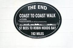 Placa, bahía del ` s de Robin Hood, costa para costear el paseo - Imagen de archivo libre de regalías