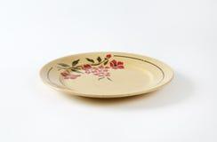 Placa beige con el estampado de flores Fotos de archivo libres de regalías