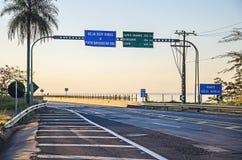Placa bem-vinda na entrada do estado de Mato Grosso do Sul em Hel Fotos de Stock Royalty Free