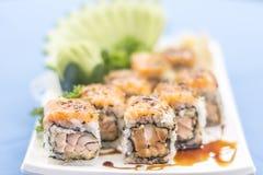 Placa blanca con el alimento japonés foto de archivo