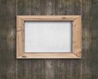 Placa branca com quadro de madeira na parede de madeira marrom velha Fotografia de Stock Royalty Free