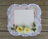 Placa branca com rosas Foto de Stock Royalty Free