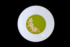 Placa branca com sopa dos brócolis e da amêndoa Fotos de Stock