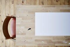 Placa branca e mancha da cena criativa da tabela Fotografia de Stock