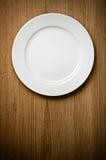 Placa branca vazia na madeira fotografia de stock royalty free