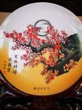 Placa chinesa da porcelana com pintura chinesa do traditonal imagens de stock royalty free