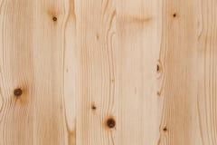 Placa clara da madeira de pinho com superfície da textura dos nós Foto de Stock Royalty Free