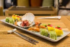 Placa colorida do sushi foto de stock