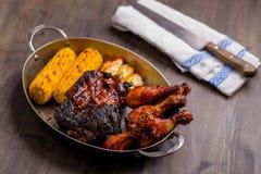 Placa com carne de porco misturada do BBQ Fotografia de Stock Royalty Free