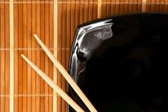 Placa com chopsticks imagens de stock royalty free