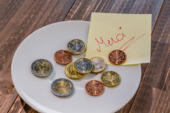 Placa com moedas foto de stock royalty free