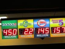 Placa com os potenciômetros altos do jaque Sinal da loteria com as 450 milhão bolas do poder e 145 milhão milhão potenciômetros m Imagem de Stock
