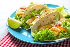 Placa com os tacos de peixes saborosos Foto de Stock Royalty Free