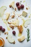 Placa com queijo Imagens de Stock Royalty Free