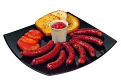 Placa com salsichas grelhadas Fotografia de Stock