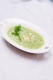Placa com sopa da couve-rábano Foto de Stock Royalty Free