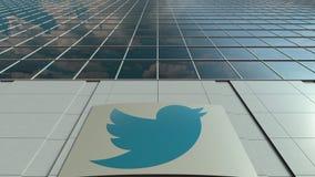 Placa com Twitter, Inc do Signage logo Lapso de tempo moderno da fachada do prédio de escritórios Rendição 3D editorial filme