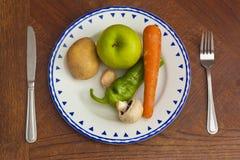 Placa com vegetais e frutas Fotografia de Stock