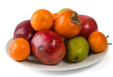 Placa completamente dos frutos isolados no branco Imagem de Stock Royalty Free