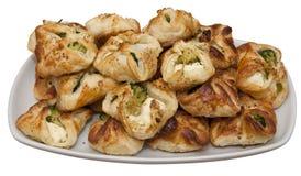 Placa con bróculi y galletas blancas del queso Foto de archivo