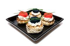 Placa con el caviar Canapés Imágenes de archivo libres de regalías