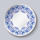 Placa con el modelo decorativo azul de pájaros y de flores Diseño de la plantilla en la pintura étnica de la porcelana de Gzhel d ilustración del vector