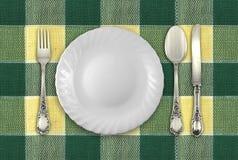 Placa con la fork, la cuchara y el cuchillo Fotos de archivo libres de regalías